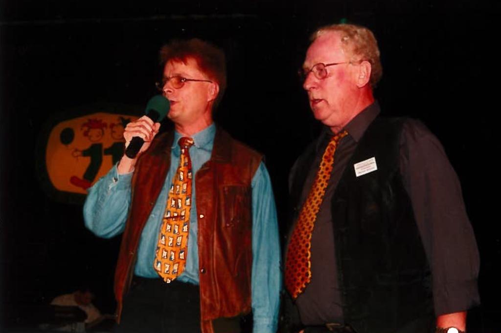 Der Raerener Sitzungsleiter Werner Emonts mit BRF-Musikredakteur Guy Janssens, links (Foto: privat)