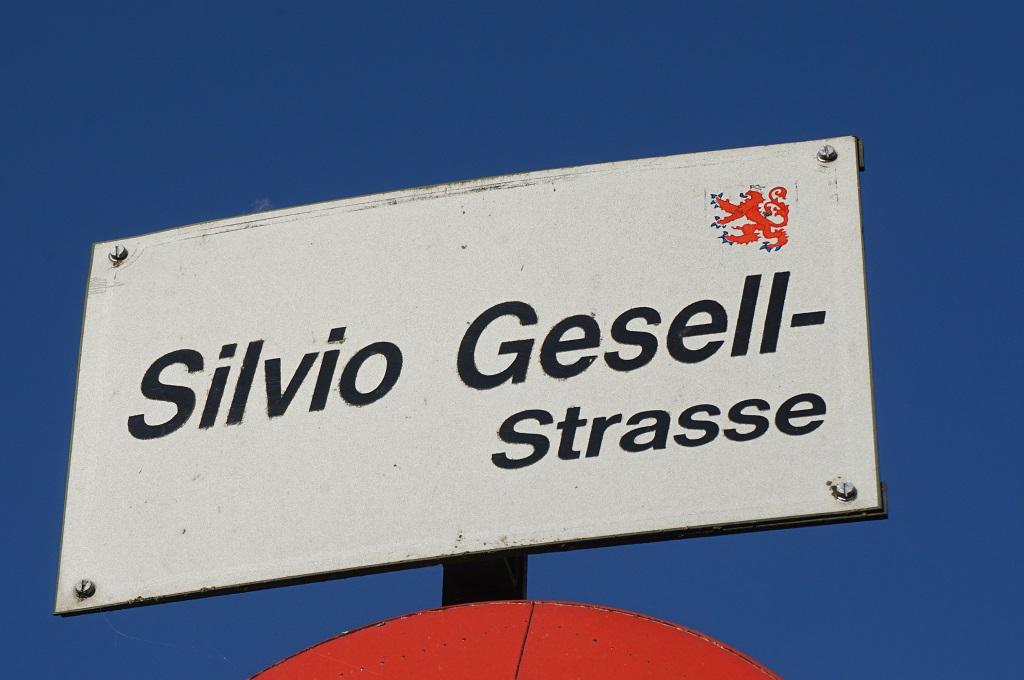 Warum hat St. Vith eine Silvio-Gesell-Straße? (Bild: Stephan Pesch/BRF)